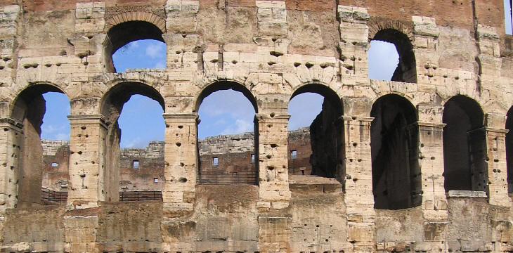 costrom-arches-building-ancient-rome